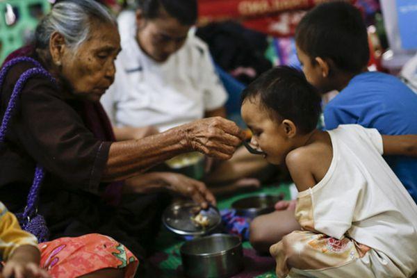 缅甸洪灾已造成12人死亡 近15万灾民被迫撤离避难