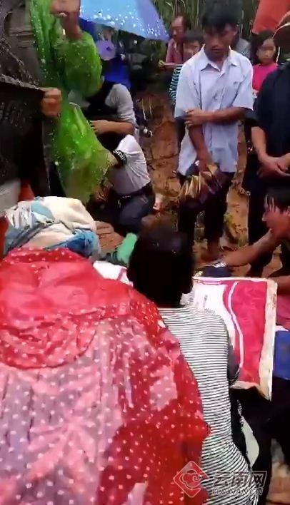 4死3伤!云南7名儿童上山捡菌遭雷击