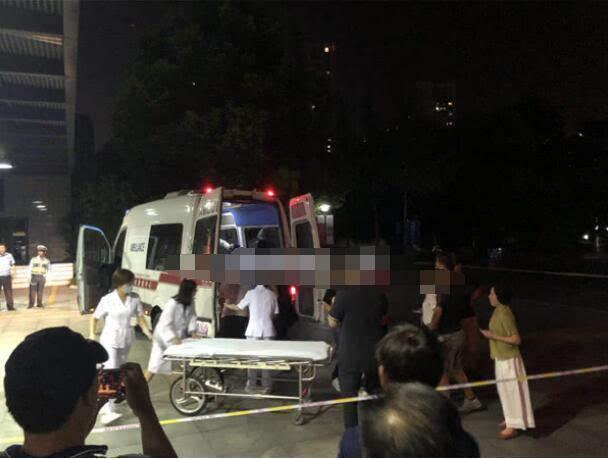 14人受伤!某剧组西湖取景道具车辆发生侧翻事故
