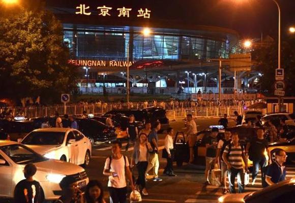 """""""北京难站""""乱象:你到了天津 我还在南站打车"""