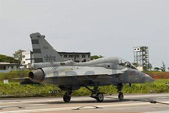 印度LCA获得重大进展!首次使用拦阻索着陆