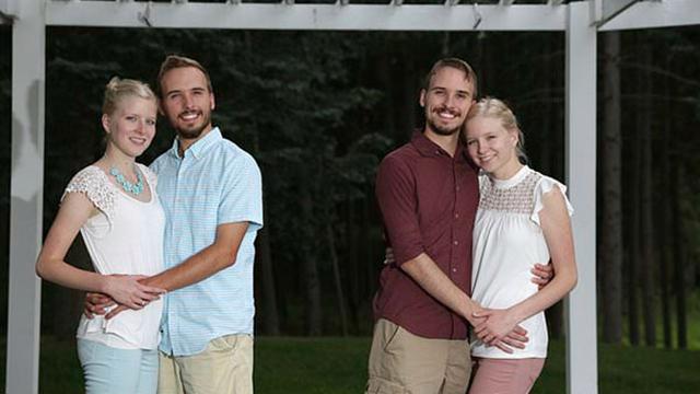 美国两对双胞胎将喜结连理 同住同一屋檐下
