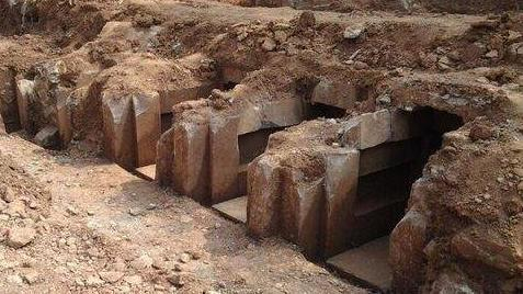 三男子合伙盗掘战国晚期楚国墓葬:探针探 铁锹挖
