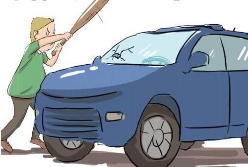 3年没见的妻子从奔驰车上下来 男子抡起钢管就砸车