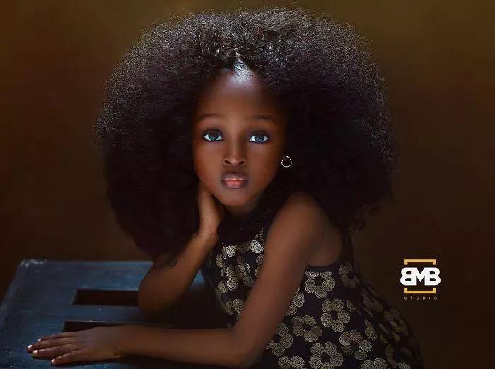 尼日利亚5岁女孩被评为全世界最美萝莉,让无数外国网友疯狂,日常照却长这样...