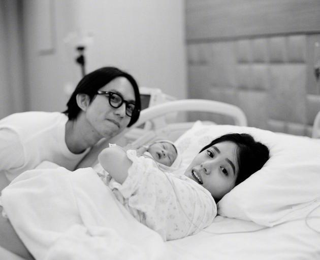 林宥嘉宣布老婆产子小名酷比 亲自接生剪脐带