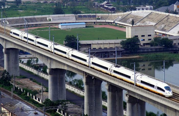 8月8日起京津城际铁路复兴号动车组时速350公里运行