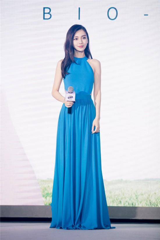 Angelababy蓝色长裙亮相