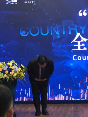 碧桂园道歉:总裁莫斌现场鞠躬 为安全事故道歉