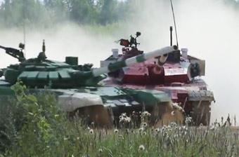 中国96B坦克遭外军野蛮撞车 依旧夺下小组第一