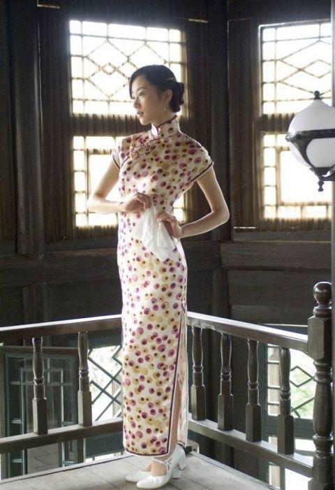 韩雪的旗袍装很好看 戚薇的旗袍装很惊艳 戚薇女儿的好迷人