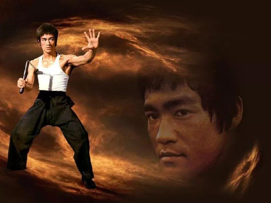 他的拳脚和高超的格斗技巧在他的热门电影《龙争虎斗》(enter the图片