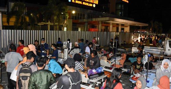 据目击者消息,地震很强烈,在受游客欢迎的巴厘岛上都感受到震动,视频