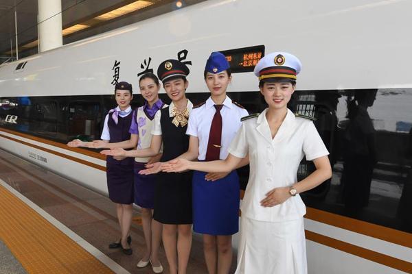 """杭州""""西子号""""列车30年变迁 见证中国铁路发展"""