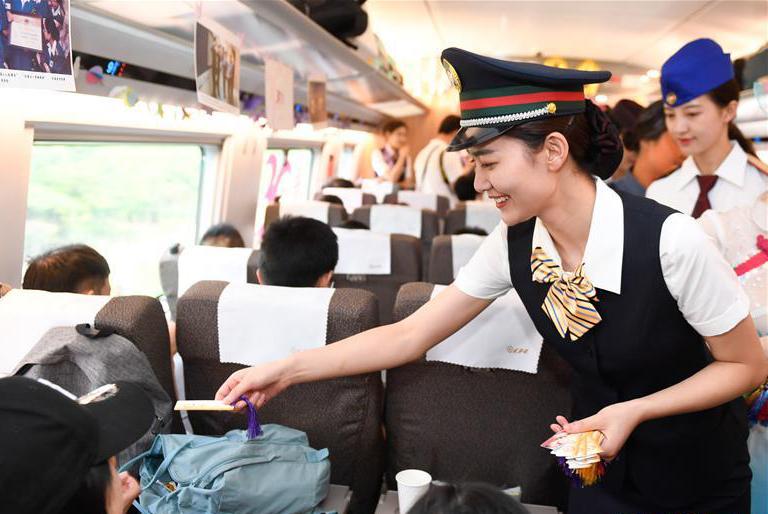 """杭州""""西子号"""" 热情服务旅客30载"""