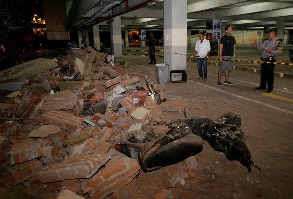 印尼观光胜地龙目岛发生7.0级强震 台媒:有两组台湾游客受困