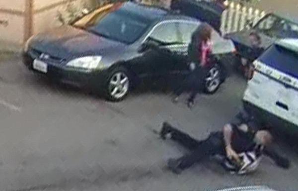 美英勇警官与拒捕嫌犯誓死搏斗 枪击其手臂