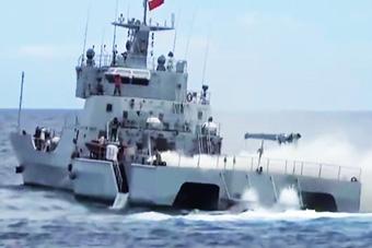 中国海军联合海警在南海演练 出动三体战舰