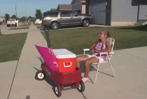 美10岁女孩街边卖自制甜点却遭邻居三次报警