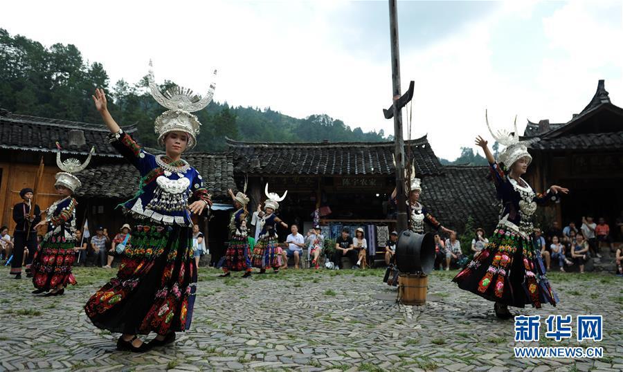 贵州雷山:苗寨迎来旅游旺季