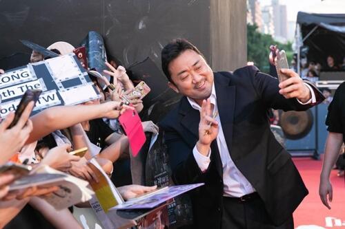 韩国电影《与神同行2》主创赴台与粉丝见面
