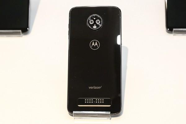 """外媒关注摩托罗拉第一支5G手机:众厂相争""""吹牛的权利"""""""