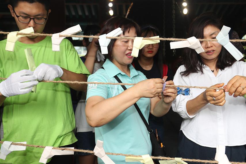 韩国高考进入百日倒计时 家长赴寺庙为考生祈愿