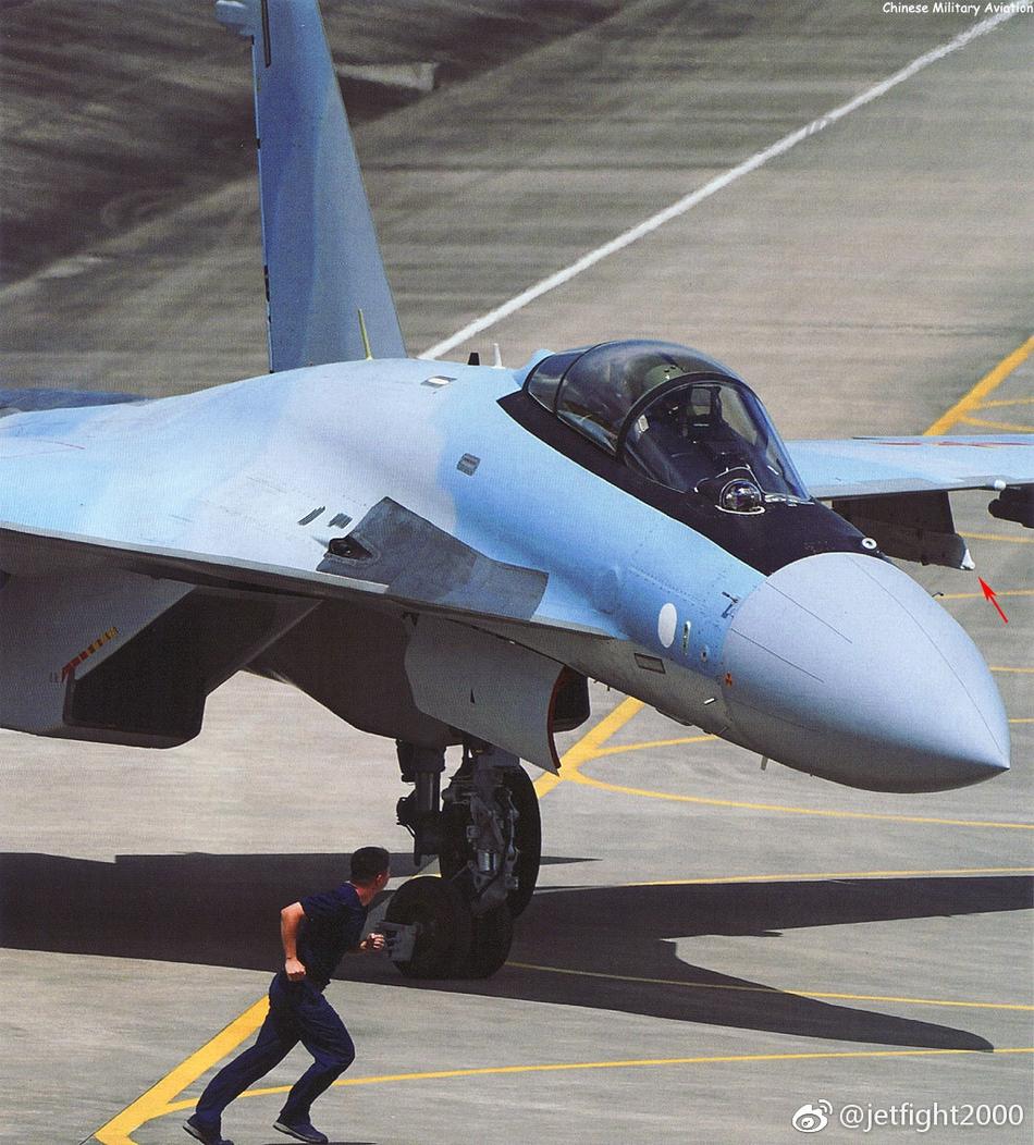 美媒:苏35凭超机动性可轻松躲导弹 却难赢F-22
