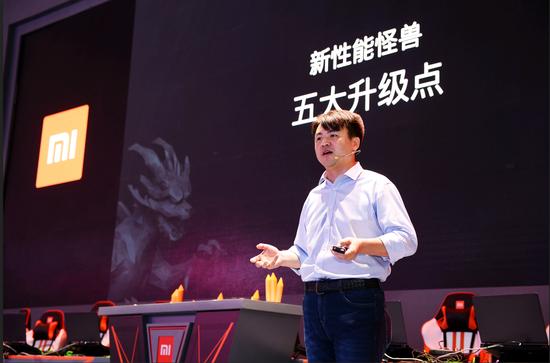 小米笔记本电脑部总经理马强在发布会上进行演说