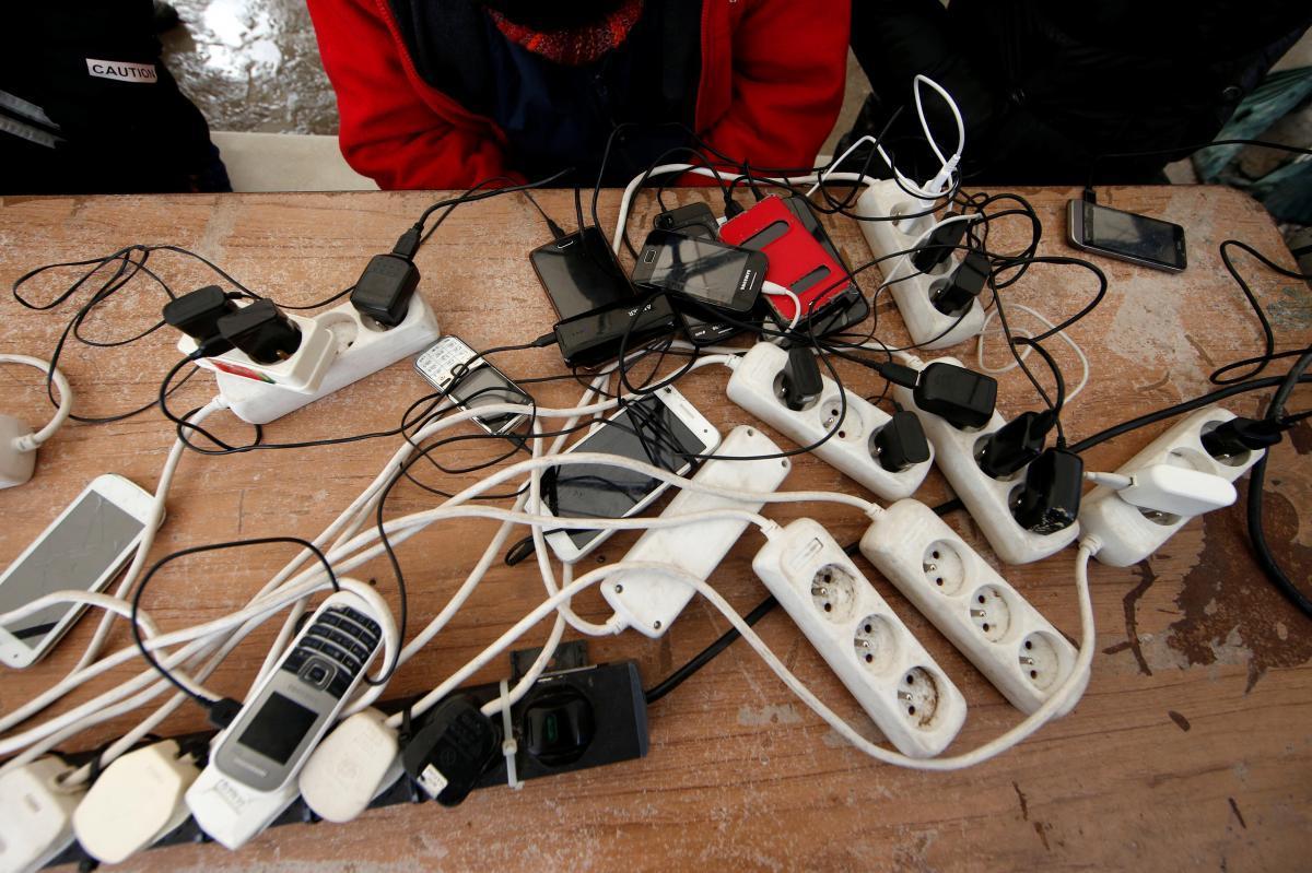 苹果安卓都能用?欧盟想施压手机商推通用充电器