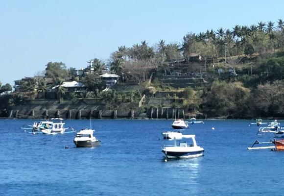 印尼龙目岛地震重创旅游业 游船码头空无一人