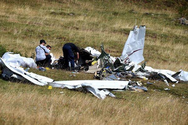法国一架轻型飞机坠毁 父女三人不幸丧命