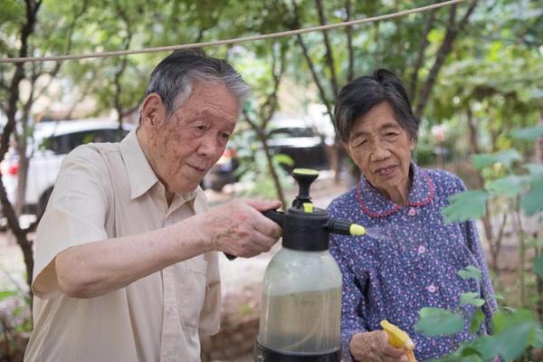 九旬夫妻抗战结伉俪无手续 结伴75年渴望一张结婚证