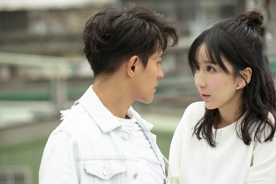 娄艺潇《好想他》MV上线 上演暖伤爱情故事