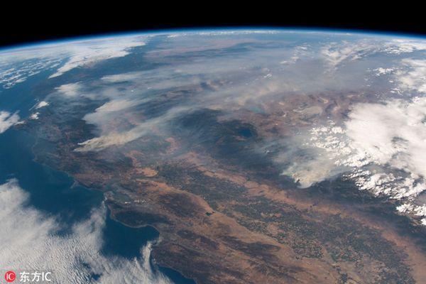 美国加州山火肆虐太空可见 14000名消防员灭火