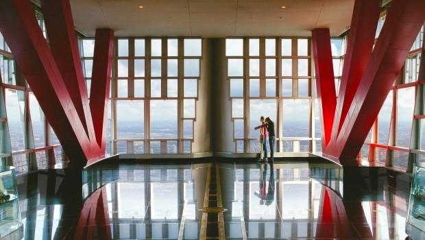 """金茂大厦结合最新""""魔显技术"""" 打造完美观光厅"""