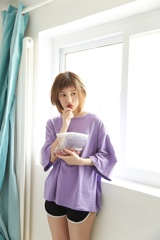 苏青清爽短发超活力 纯色穿搭满满少女感