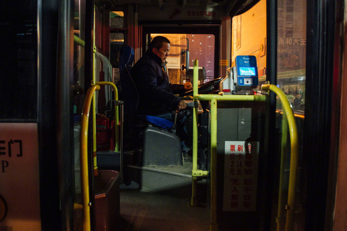 支付宝官方宣布:7城市今起可免费乘坐深夜公交