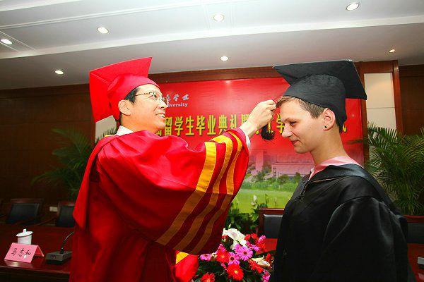 印媒:更多外国留学生选择在中国创业