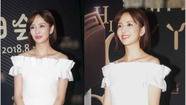 佟丽娅生日活动不忘捞金 身穿白裙笑容甜美
