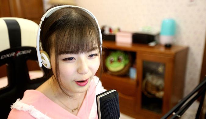 郑州90后女孩做游戏主播 每天工作4小时月入上万元