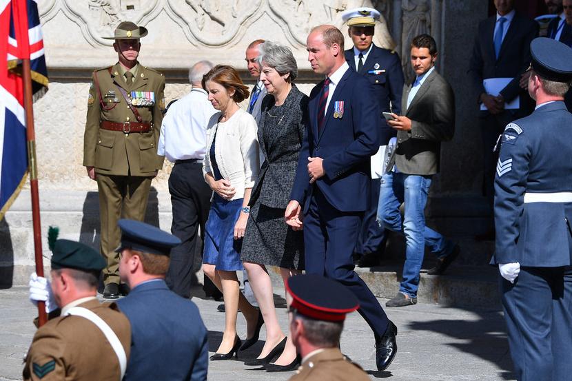 法国举行亚眠战役100周年纪念活动 英国首相威廉王子齐亮相