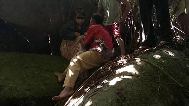愤怒!印尼一巫师诱拐12岁女孩当性奴 被关洞穴15年