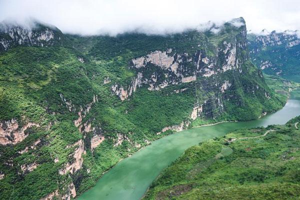 航拍贵州黔西南雄浑北盘江 峡谷岩壁景色美如画