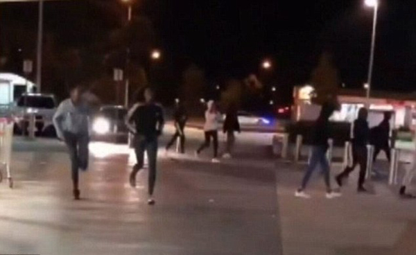 百名非裔青年制造街头暴力事件 澳警察被指不作为