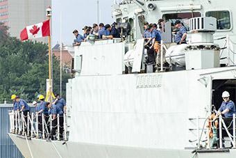 加拿大海军派出2艘军舰赴北极宣示主权