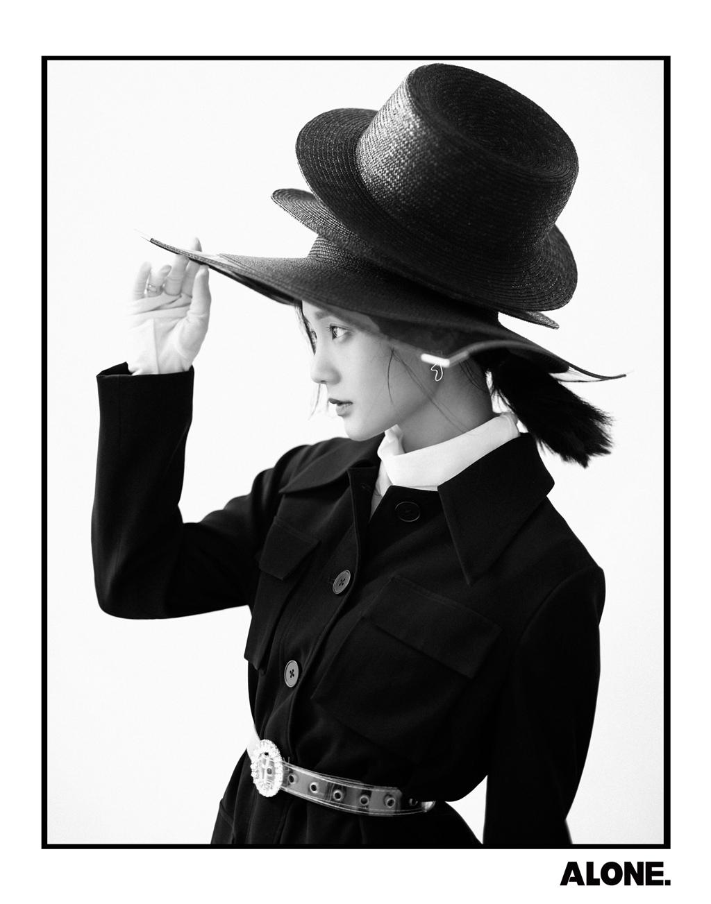 李一桐杂志封面大片 视觉冲击演绎复古时尚