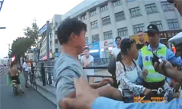 女子驾非标车闯禁区被查 姐夫到场闹事咬伤执法者