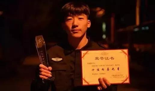 18岁男孩为圆警察梦 暑假要卖7万斤西瓜