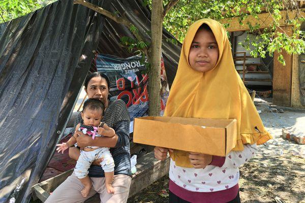 印尼龙目岛地震灾区:数百座房屋损毁灾民路边乞讨食物和水